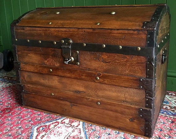 ANTIQUE Steamer TRUNK Victorian Dome Top CHEST Old Rustic Pine Blanket Box + Key