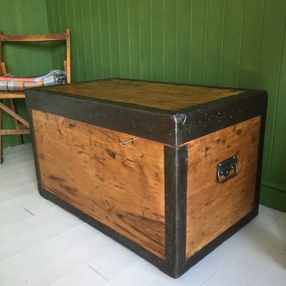 ANTIQUE CAMPAIGN CHEST Vintage Military Wooden Trunk Coffee Table Old Rustic Industrial Storage Box + Zinc Lining + Key