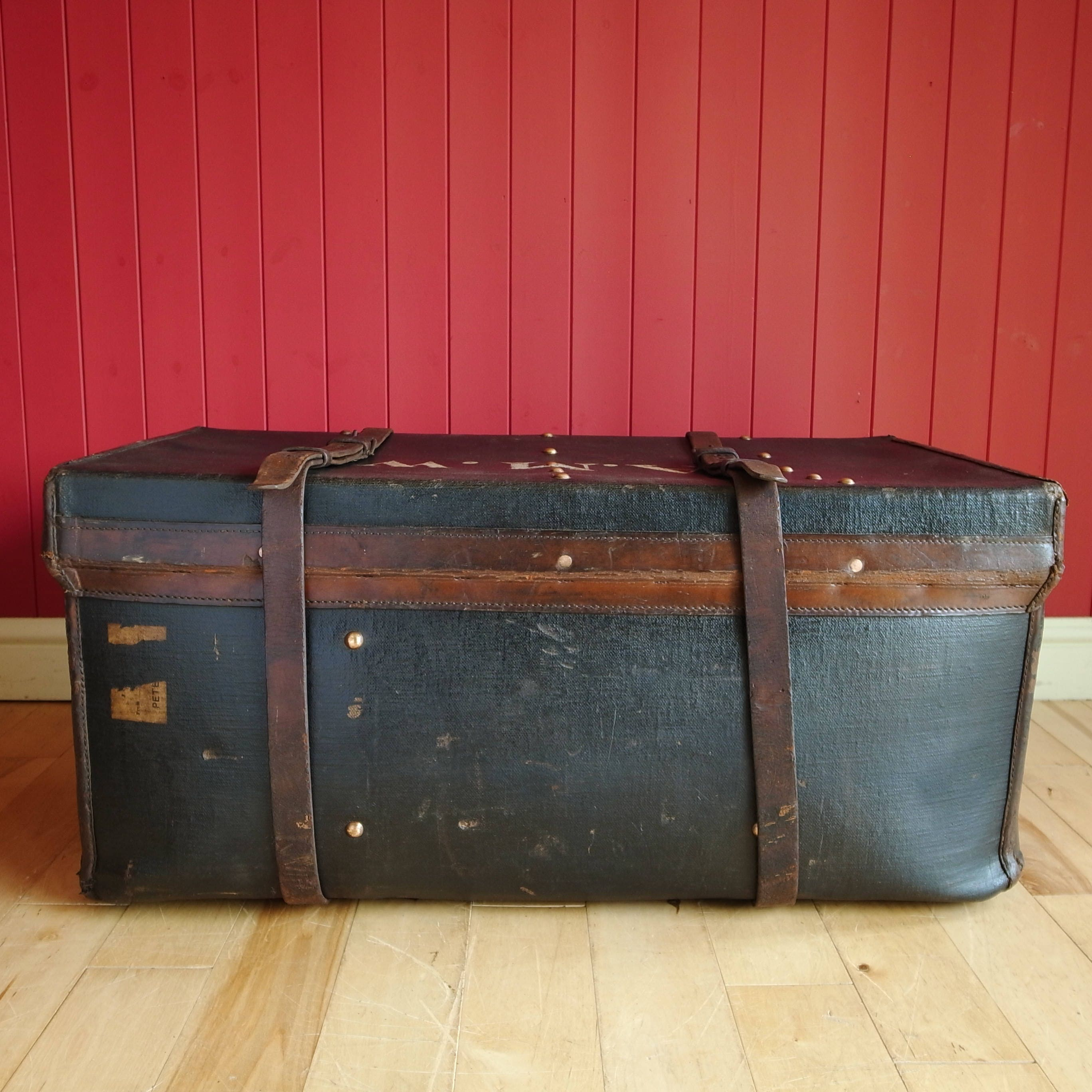 vintage travelling trunk coffee table storage chest 1920s. Black Bedroom Furniture Sets. Home Design Ideas