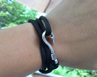 Dark green paracord bracelet with fish hook latch, adjustable