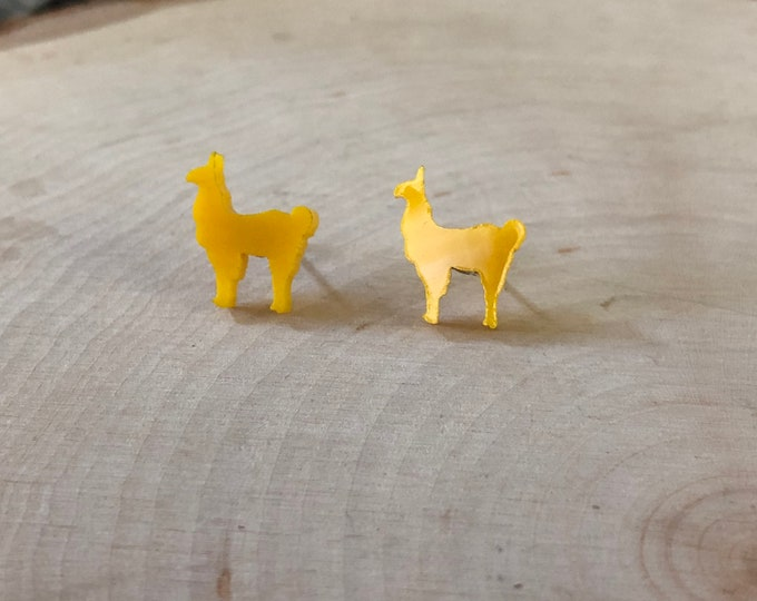 Yellow Llama / Alpaca studs, stainless steel posts