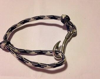 Paracord adjustable fish hook bracelet