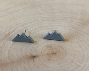 Grey mountain studs, stainless steel posts