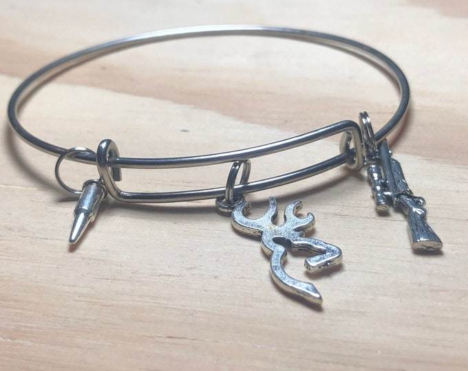 Deer and rifle hunting bangle bracelet
