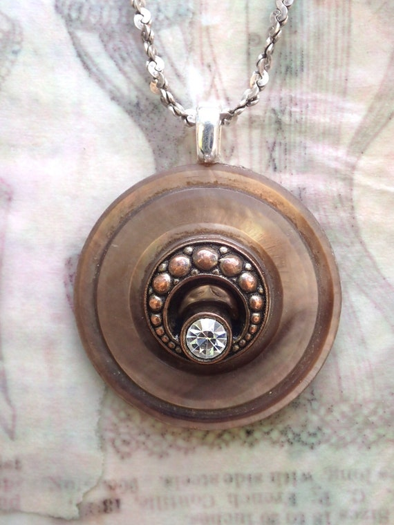 Copper Smokey Eyes Early Fall Makeup Look: Vintage MOP Smokey Copper Shell Button Pendant Necklace