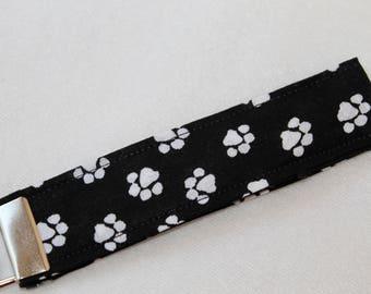 Dog Paw Wristlet Key Fob, Dog Paw Wrist keychain, Fabric Key Chain, Short Lanyard, Key Chain, Gift Under 10, Teacher Gift, Birthday Gift