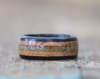 Whiskey Barrel and Ebony Ring with Green German Glass Glitter Inlay