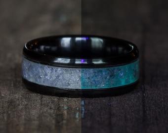 Glowing Tanzanite Black Ceramic Ring