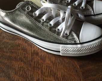 86a5d2871c78 Converse Womens Low Top Silver Athletic Shoes Size 7.5