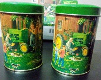 Gentil Vintage John Deere Salt And Pepper Shakers/Collectible John Deere/John Deere  Tractor Kitchen/Vintage Kitchen Decor/ John Deere With Box/Gift