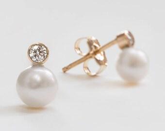 Pearl Earrings, Pearl Studs, Diamond Earrings, Diamond Studs, 14k gold earrings, solid gold earrings, wedding jewelry