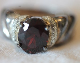 Sterling silver oval garnet ring size 6.75 brushed grooved band