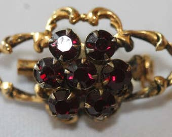 Vintage gold tone ruby red rhinestone pin brooch