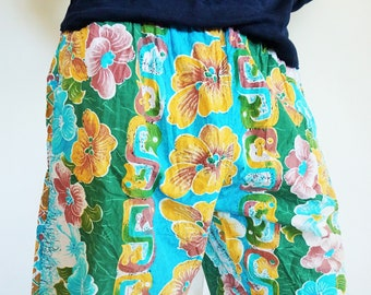 935d9c9e0a738 Vintage Beach Shorts / Hawaii / Boho / Large / L / XL / Trunks / Floral /  Flowers / Swimwear / Swimming / Swim / Vacation / Trunk / Pants