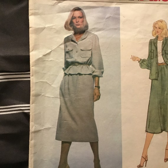 Vintage 1979 vogue American Designer 2083 Bill Blass size 8 Jacket and skirt Elegant and classy outfit attention to detail .