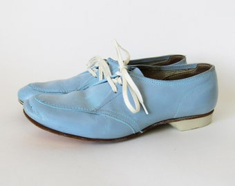 4b0e782f497 60s Powder Blue Leather Bowling Shoes - Baby Blue Bowling Shoes - Light Blue  Bowling Shoes - 1960s Bowling Shoes - Vintage Bowling Shoes