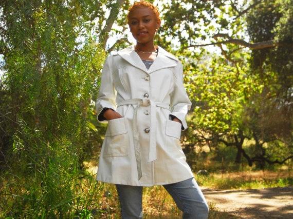 White Leather Mod Style Jacket with Belt - 1960s M