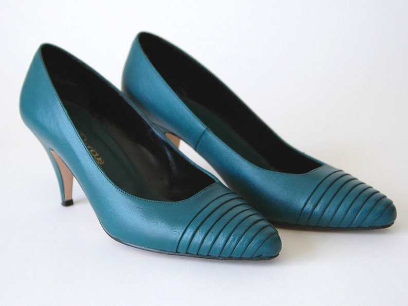 80s/90s Bold Teal Ribbed Leather Pumps