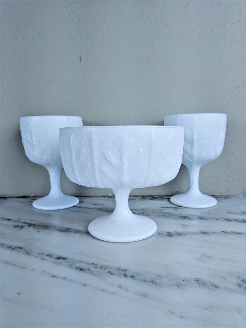 County Chic Wedding Table D\u00e9cor White FTD Milk Glass Pedestal Vase Bowl Set Bulk Vintage Oak Leaf Milk Glass Centerpiece Lot
