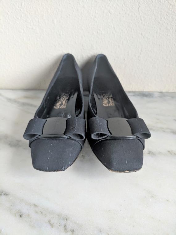 Size 7 Ferragamo Vara Bow Pumps Heels, Vintage Bla
