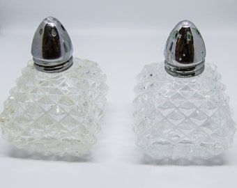 Vintage Glass Salt and Pepper Shakers, Retro Salt and Pepper Shakers, Cut Glass Salt and Pepper Shakers, Cottage Chic, Farmhouse Kitchen