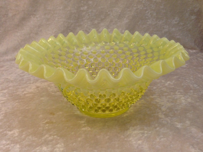 FENTON Topaz Yellow Opalescent Hobnail Vaseline Glass Large 9 bowl **responds to black light**