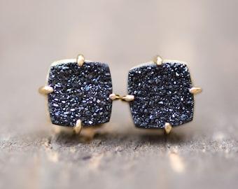 Black Druzy Earrings,Black Stud Earrings,Black and Gold Earrings,Raw Stone Earrings Gold,Stone Stud Earrings,Gold Black Stud Earrings,Druzy