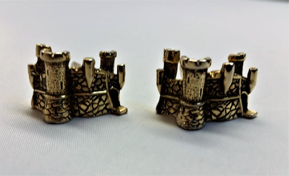 SWANK CUFFLINKS Gold Tone CASTLE Finely Crafted Mi