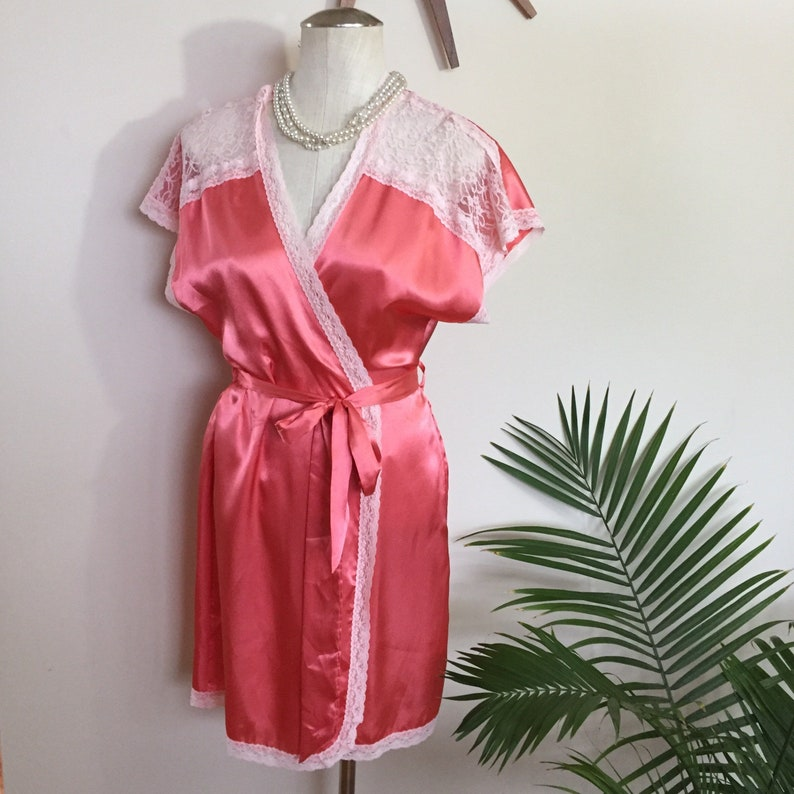 sheer lace trim retro pin-up lingerie INA peach satin robe 1940s 1970s vintage dressing gown