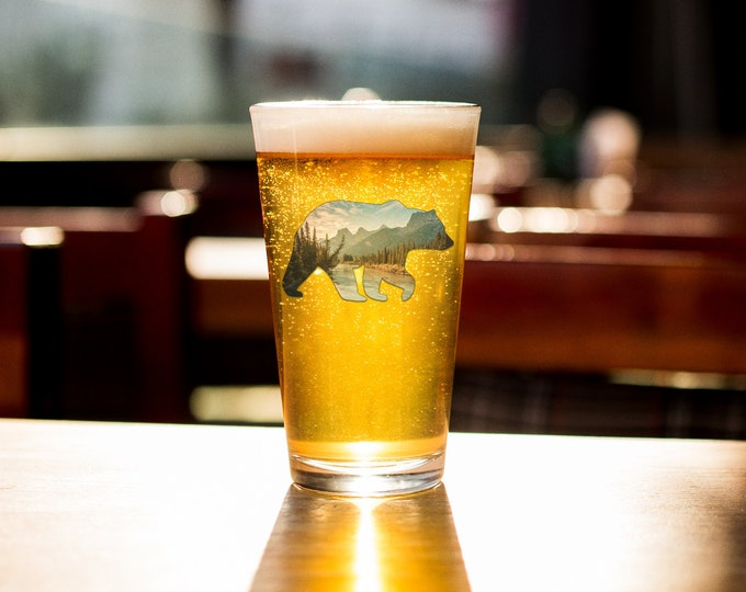 Bear Pint Glass Mountain Beer Glass Banff Beer Glass Barware Gift for Him Gift for Dad Nature Lover Bear Gift National Park Gift