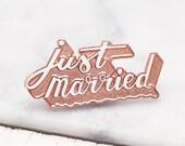 Just Married Enamel Pin - Wedding Enamel Pin - Hen Party Badge - Bachelorette Pin - Hard Enamel Pin - Gifts for Newlyweds - Alphabet Bags