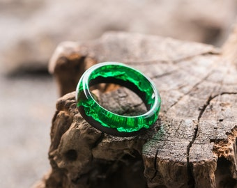 Emerald ring Green jewelry Forest ring winter snow jewelry rustic ring woodland Bridesmaid gift resin ring everyday ring woman wooden wood