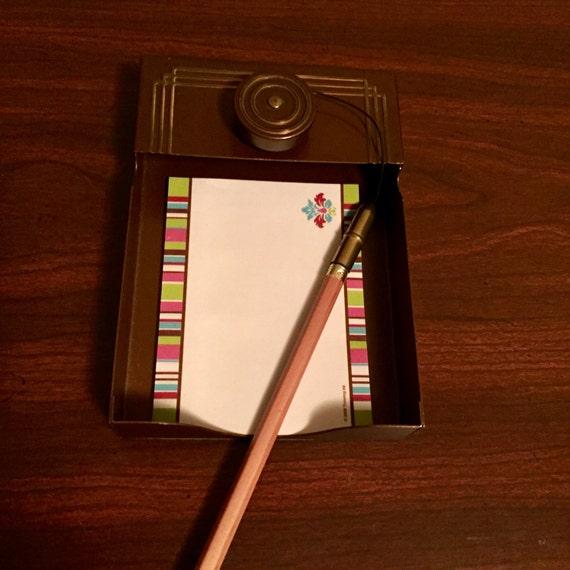 Note et un crayon titulaire, parc Sherman, milieu du siècle accessoire de bureau.  Porte-crayon rétractable très cool.