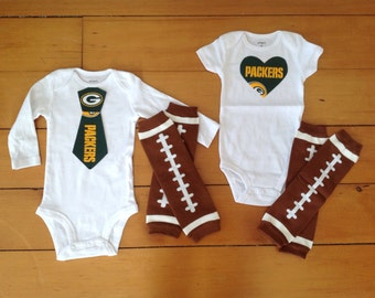 Packers baby boy or girl! Baby Bodysuit set for little Green Bay Packers fans. Baby shower gift idea