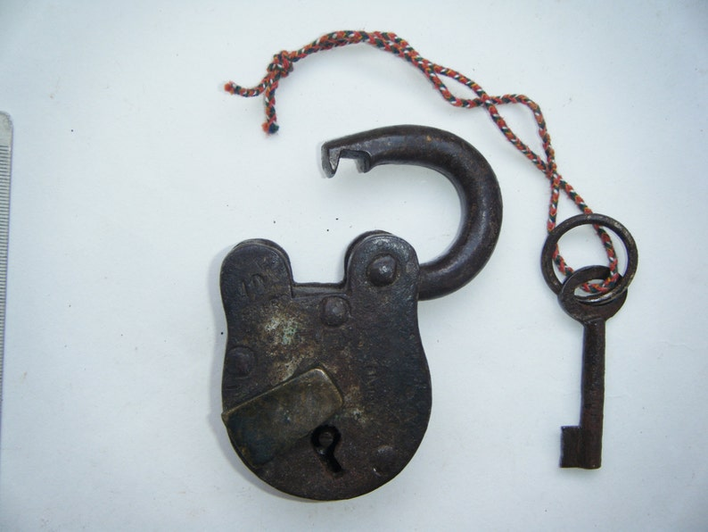 Vintage Rare Original Old Iron Lock Antique Handmade Heavy Pad Lock Working Condition #1511