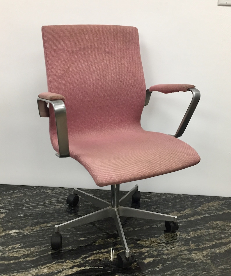 Oxford desk chair with Kevi casters designed by Arne Jacobsen and made by Fritz Hansen