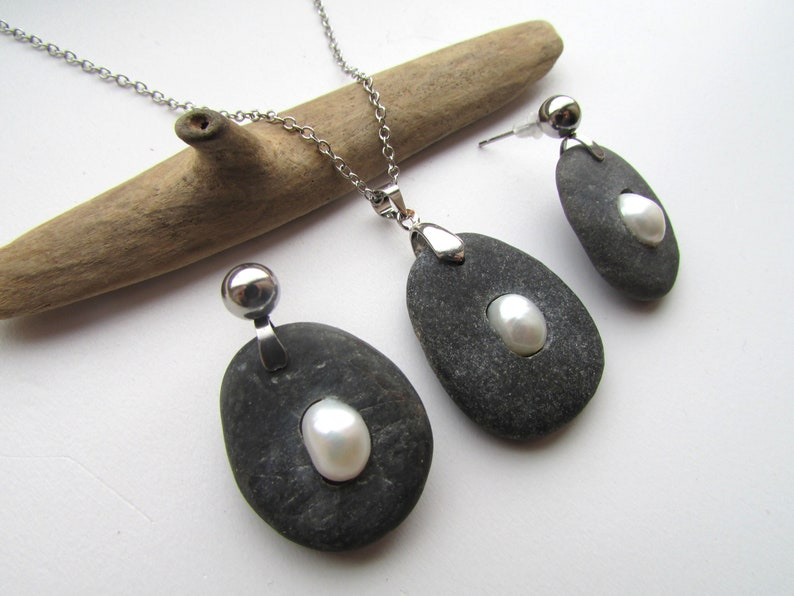 Natural Stone Jewelry Boho Pearl /& Black Stone Earrings and Pendant Necklace Pearl Jewelry Set Robust Artistic Pearls Pebble Art