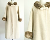 Lilly Ann 1950s 1960s wool coat . vintage 50s 60s light tan winter coat with fur collar . medium