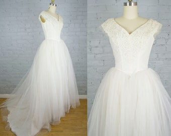 3a98500f8e3f6 1950s wedding dress . 50s tulle and lace white wedding gown . vintage tulle  cupcake wedding dress with train . small