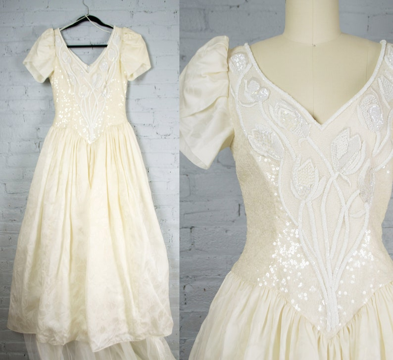 Carolina Herrera Wedding Dress.1990s Carolina Herrera Wedding Dress Vintage Short Sleeved Beaded Silk Ball Gown With Train Designer Wedding Gown Medium