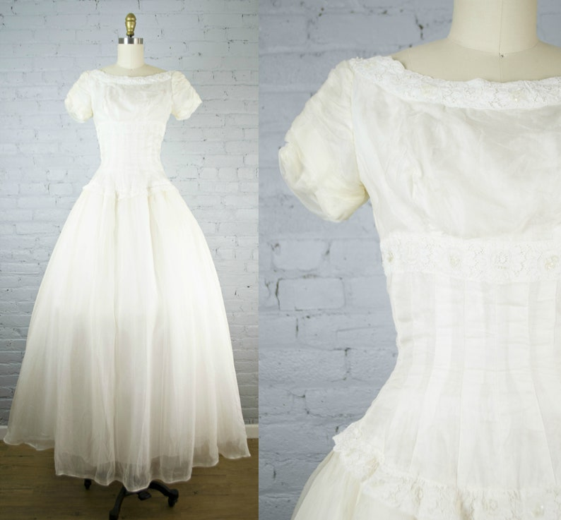 6843283e8b7 1950s wedding gown . vintage off white 50s chiffon and tulle