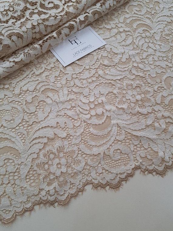 Tissu dentelle de beige clair vente d or, dentelle de dentelle France,  broderie 450d9924ff5