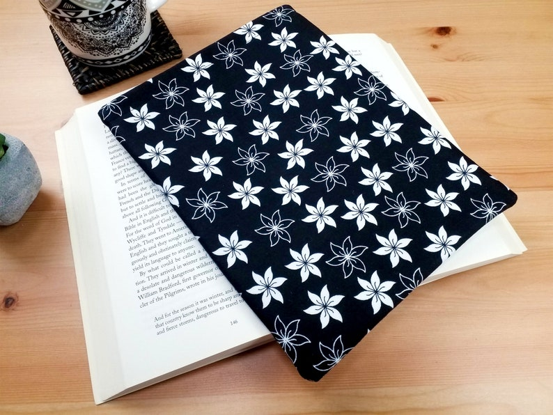 Travellers Book Protector Contrast Flowers Padded Book Sleeve image 0