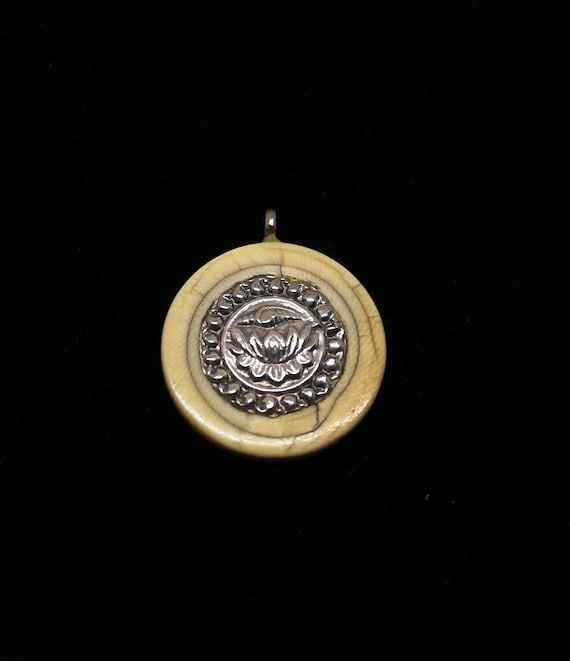 Costume Jewelry Antique Silver Indian Pendant