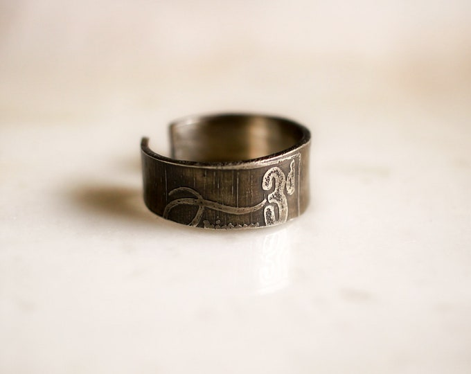 3d etched sterling ring, size 9
