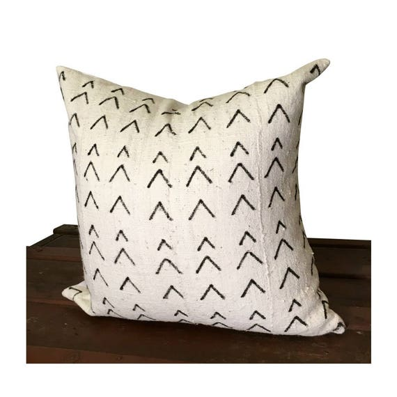 White Arrow Mudcloth Pillow Cover, Black and White Boho Pillow Pillow Cover, Chevron Pillow,  Bogolan Pillow, African Fabric Pillow
