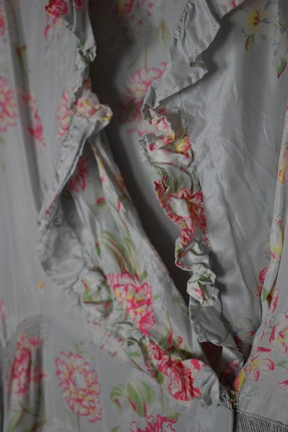 1940's Satin Floral Robe - image 3