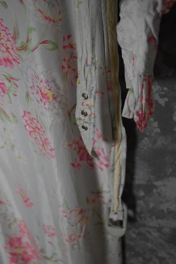 1940's Satin Floral Robe - image 9