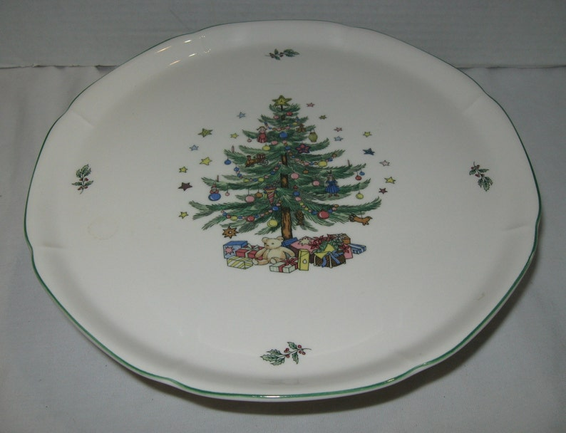 11D x 4H Christmas Tree With Toys and Gifts!! Vintage Christmas Cake Stand by Nikko