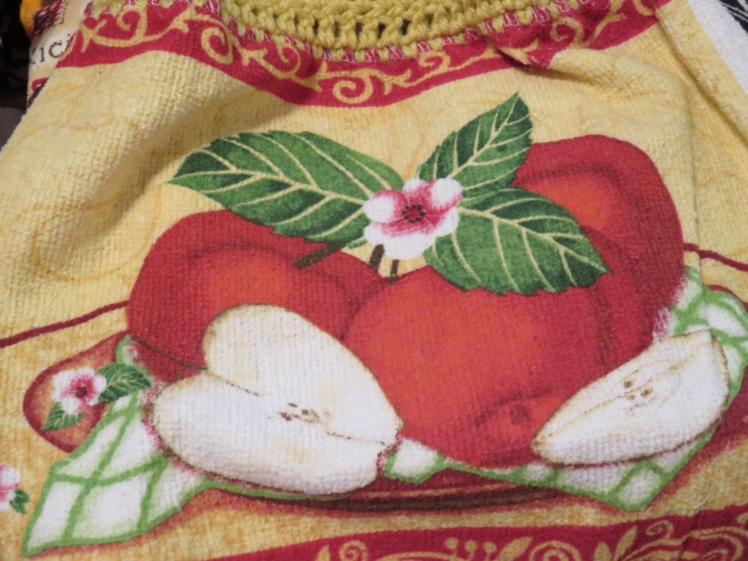 Apples,Crocheted,Top,Kitchen,Towel,Housewares,towel,kitchen_towel,kitchen_linen,for_your_home,crocheted_top_towel,crocheted_topper,tablelinen,table_linen,kitchen_rooster,apple_towel,country_apple_design,apples,crochet_apple_towel,terry cloth,yarn,button